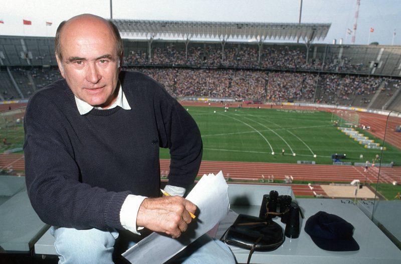 Reporter Heinz Florian Oertel berichtet vom ISTAF 1992 im Berliner Olympiastadion, Sommer 1992.