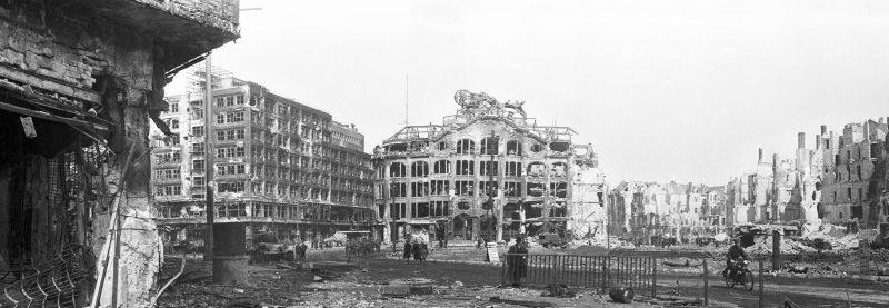 Fotos vom Kriegsende in Berlin: Der zerstörte Alexanderplatz nach der Schlacht um Berlin. Mai 1945
