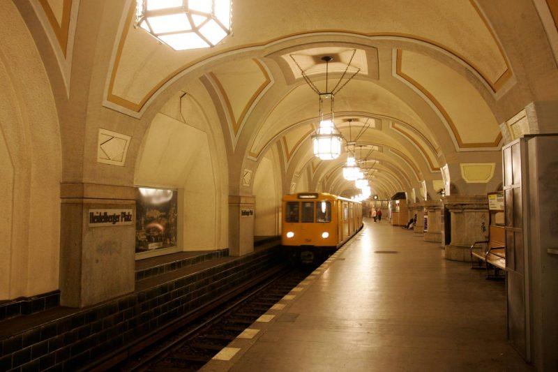 Im U-Bahnhof Heidelberger Platz fühlt man sich ein bisschen wie in einer Kathedrale.