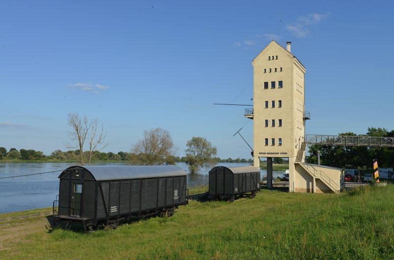 Riesige Fenster zur Oder hinaus lassen tief  blicken - unverfälschter Urlaub in Brandenburg.