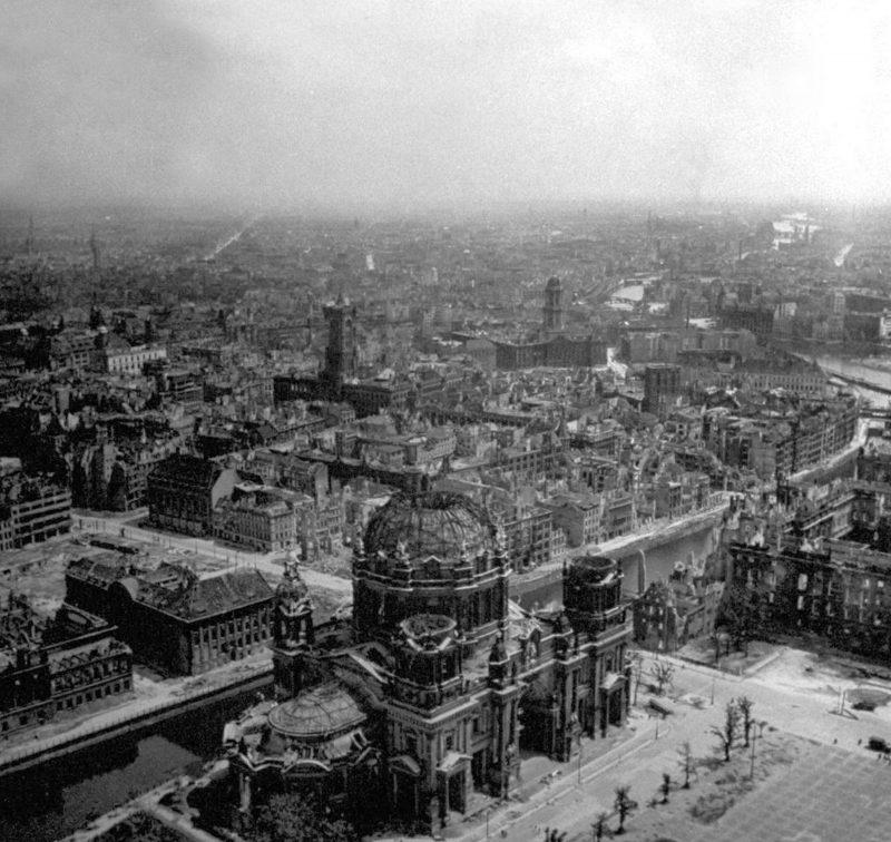 Fotos vom Kriegsende in Berlin: Der Berliner Dom nach der Schlacht um Berlin. Mai 1945.