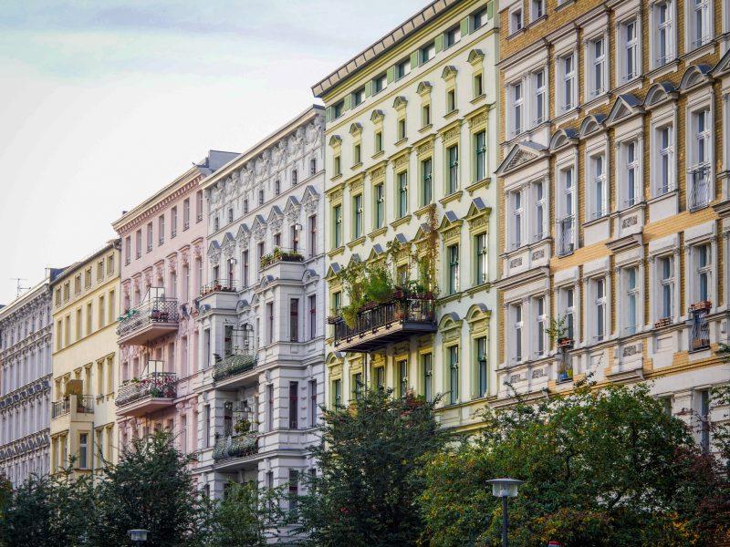 Lullu Gun in Berliner Altbau Wohnung gebumst