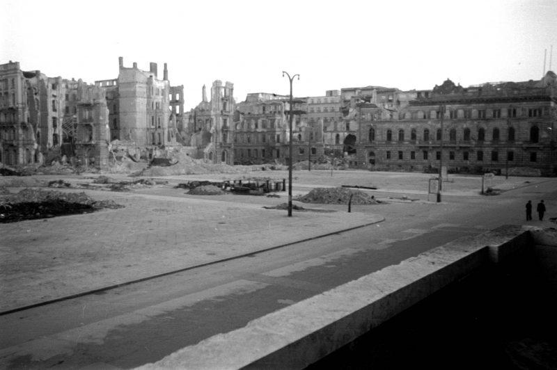 Fotos vom Kriegsende in Berlin: Der Wilhelmplatz und die Reichskanzlei wurden komplett zerstört. Berlin im Mai 1945.