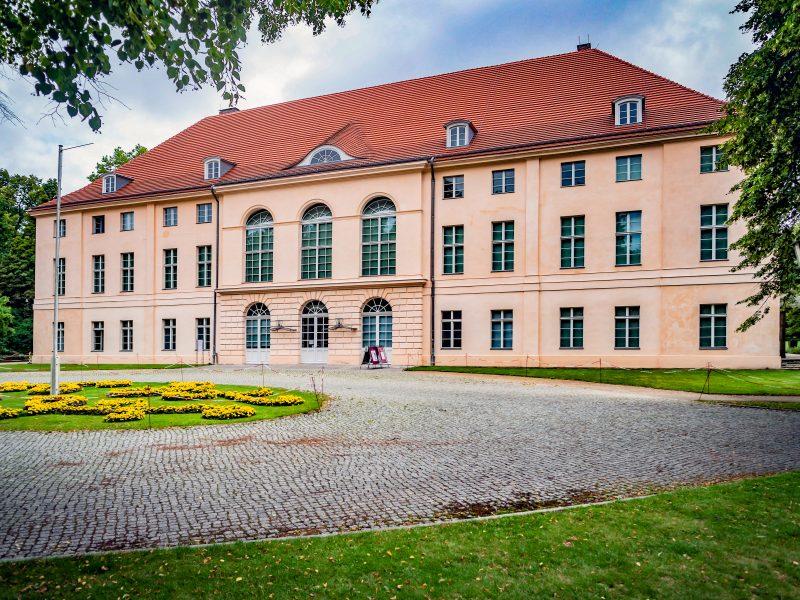 Schloss Schönhausen gehört zu den kleineren Prachtbauten Berlins, hat aber eine bewegte Geschichte. Foto: Imago/Jürgen Ritter