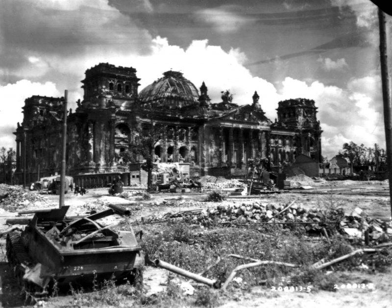 Fotos vom Kriegsende in Berlin: Der Reichstag nach der Schlacht um Berlin. Mai 1945.