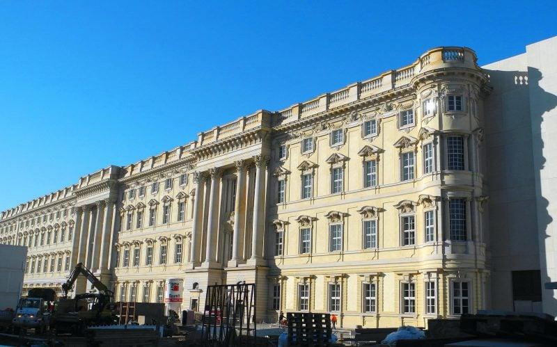 Berlin bekommt wieder sein Stadtschloss. Die Südfassade des Humboldtforums ist fertig.