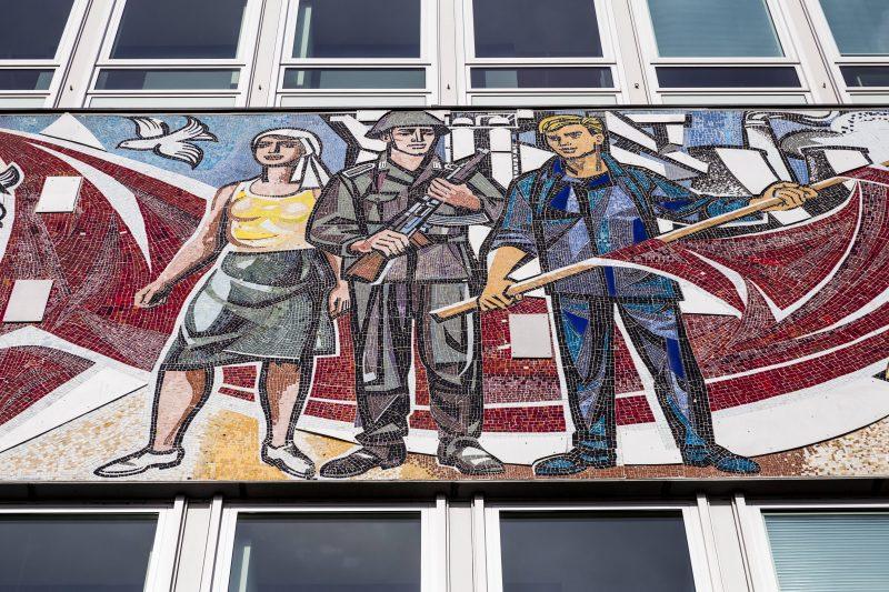 Sozialistische Kunst am Bau. Das Fries am Haus des Lehrers.