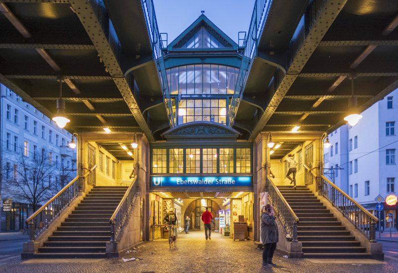 Die 12 schönsten U-Bahnhöfe Berlins: Egal welchen Namen sie trägt: Die U-Bahnstation Eberswalder Straße beeindruckt mit ihrer mächtigen Stahlbauweise.