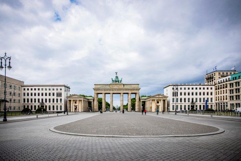 Niemand interessiert sich für Sightseeing-Hotspots wie das Brandenburger Tor. Foto: Imago/Manngold