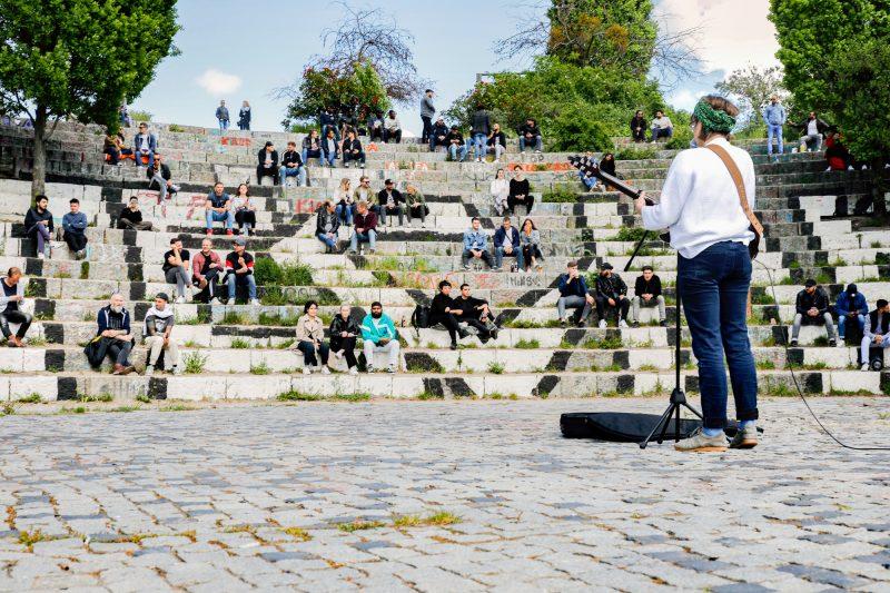 Selbst sonntags verirren sich nur vergleichsweise wenig Menschen in den Mauerpark. Foto: Imago/Jochen Eckel
