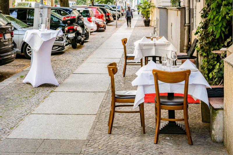 Auswärts isst man nur noch auf dem Bordstein. Foto: Imago/Stefan Zeitz