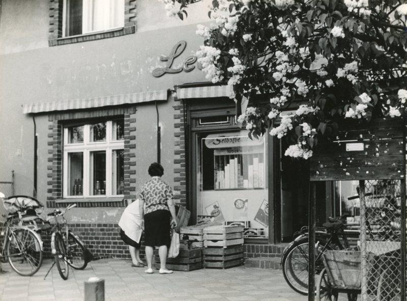 """Selbstbedienung als Einkaufsrevolution: """"Lebensmittel-Eck"""" in Marzahn.     Kulinarische Zeitreise"""