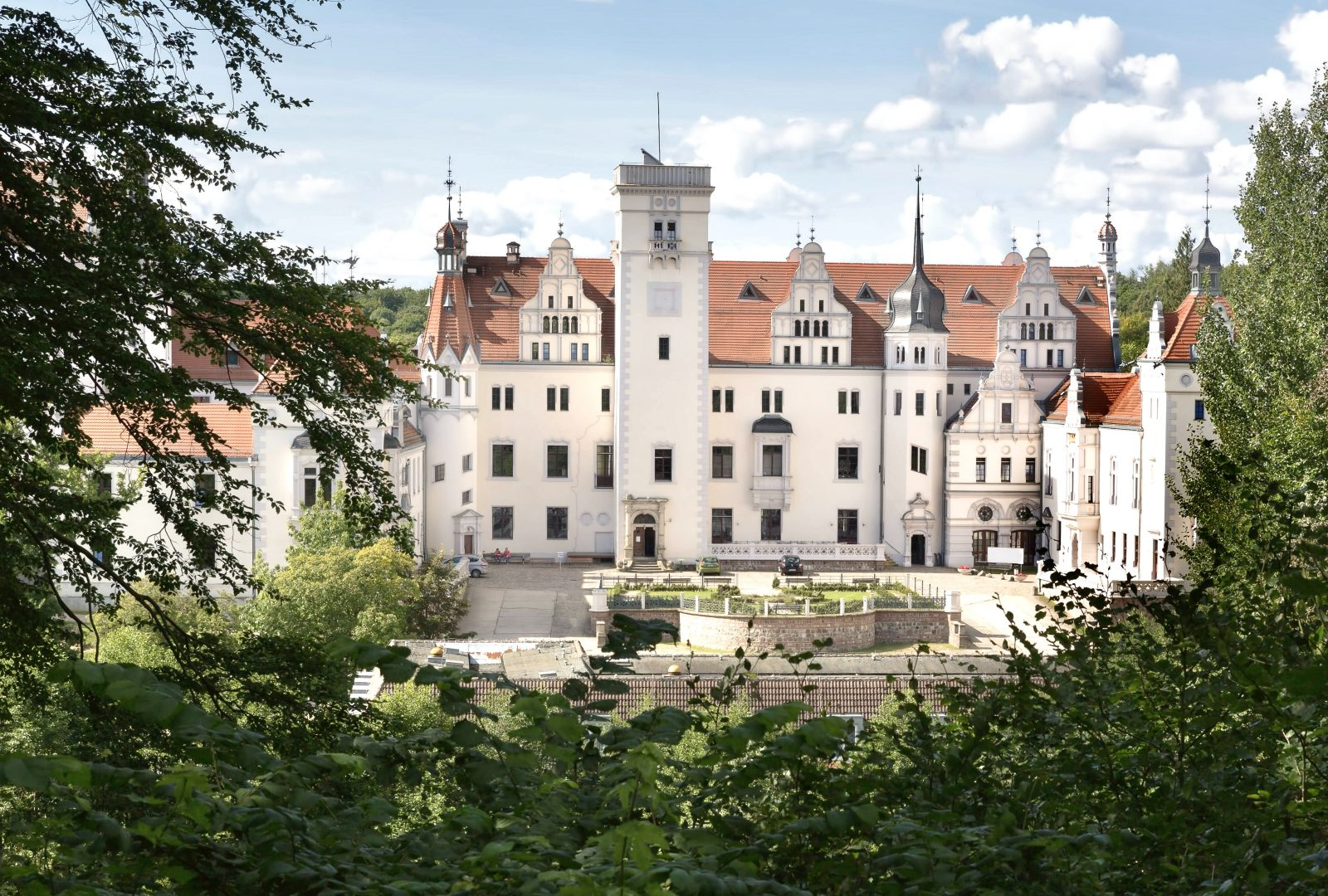 Hier lässt es sich aushalten: Das Schloss Boitzenburg ist zweifellos eine der schönsten Unterkünfte für einen Kurzurlaub oder ein verlängertes Wochenende in der Uckermark. Foto: Imago/Shotshop