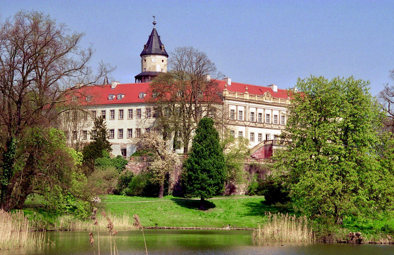 Die Geschichte des Schloss Wiesenburg im Hohen Fläming in Brandenburg reicht bis in das 12. Jahrhundert zurück. Foto: Imago/Gueffroy