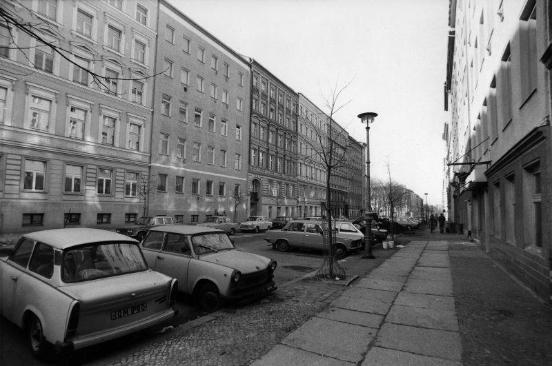 Wohnhäuser in der Fürstenberger Straße am Arkonaplatz, 1987.