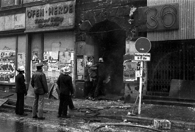 Die Geschichte der Oranienstraße: Das SO36 nach einem Brand, Aufnahme um 1988.