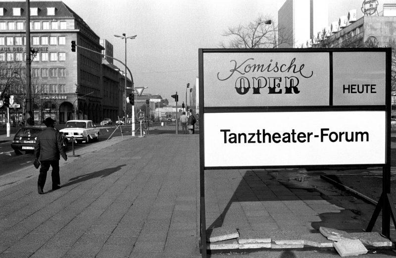 Friedrichstraße Ecke Unter den Linden, 1986.