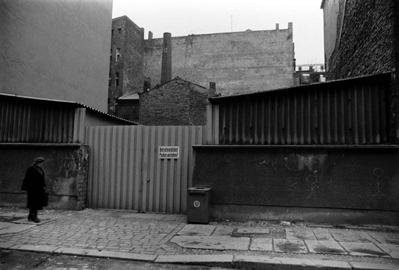Toreinfahrt in der Linienstraße, 1988.