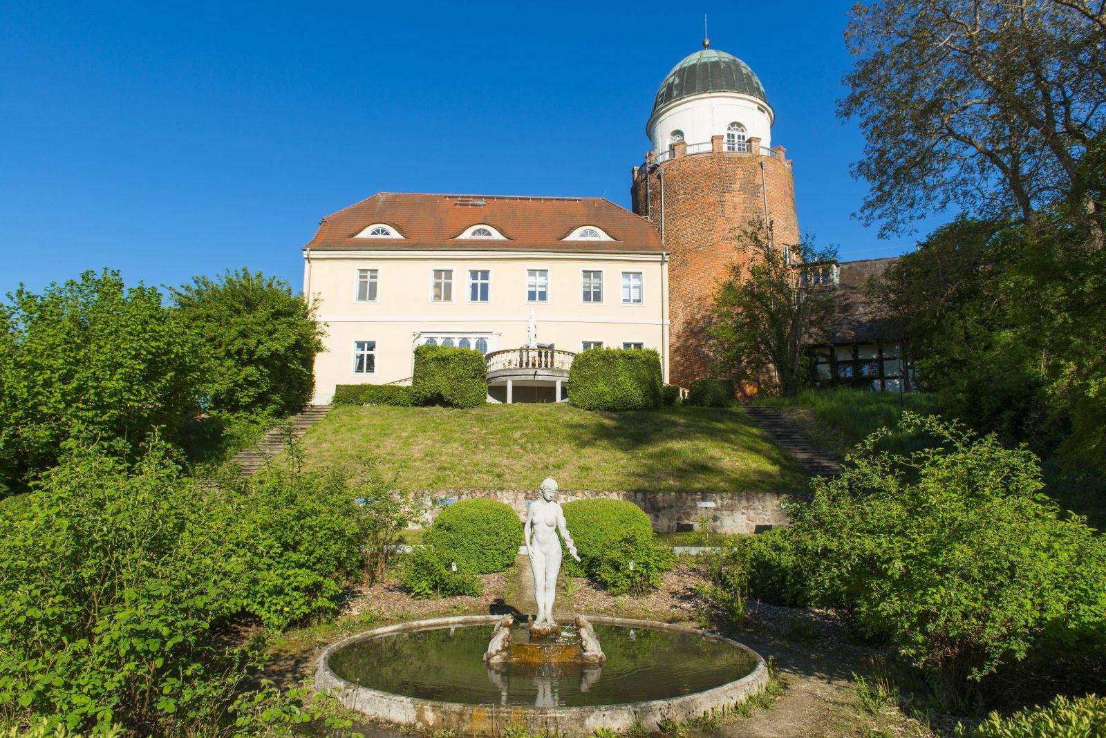 In der Burg Lenzen befindet sich das Besucherzentrum des Biosphärenreservat Flusslandschaft Elbe. Foto: Imago/imagebroker