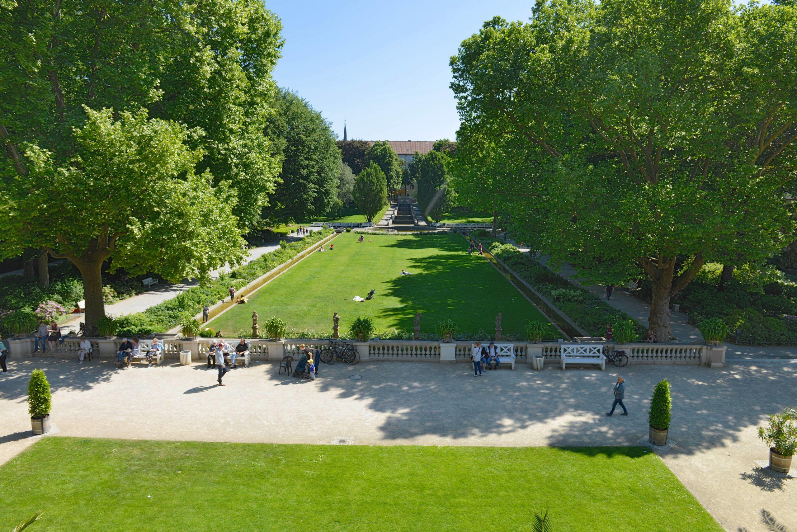 """Immer wenn jemand """"Problembezirk"""" sagt, einen Ausflug in den Körnerpark in Neukölln vorschlagen. Foto: Imago/Joko"""