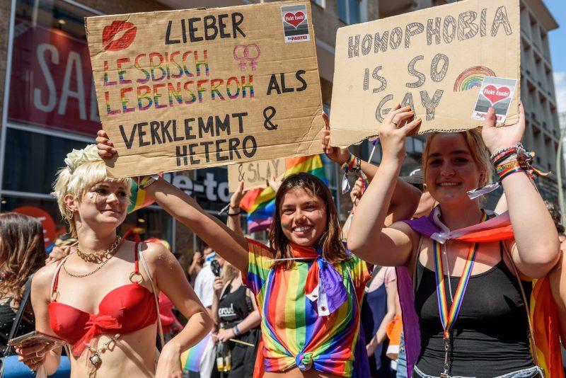 Damals in der Vor-Corona-Zeit, Schwule und Lesben ziehen 2019 zum CSD durch Berlin.