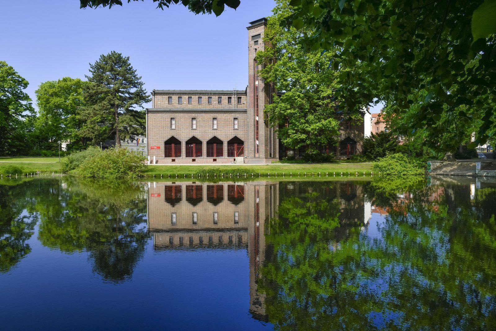 Bei einem Ausflug solltet ihr euch das ehemalige Dieselkraftwerk in Cottbus ansehen, das heute zu einem Museumskomplex gehört. Foto: Imago/Schöning