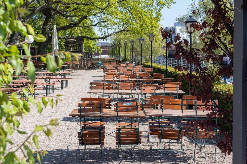 Zentral gelegen: Im Biergarten des Zollpackhofs trinkt man im Schatten alter Kastanienbäume nahe dem Hauptbahnhof.