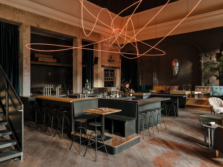 Weinbar Berlin Innen fancy, draußen gemütlich: Apéro in Berlin Das Kink ist als (Wein)-bar und als Restaurant eine der empfehlenswertesten Adressen in Prenzlauer Berg, wenn nicht in ganz Berlin.