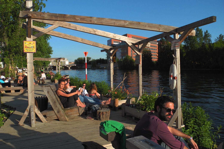 Strandbar Berlin: Keine Strandbar, die Pampa im Holzmarkt ist einfach eine sommerliche Oase an der Spree.