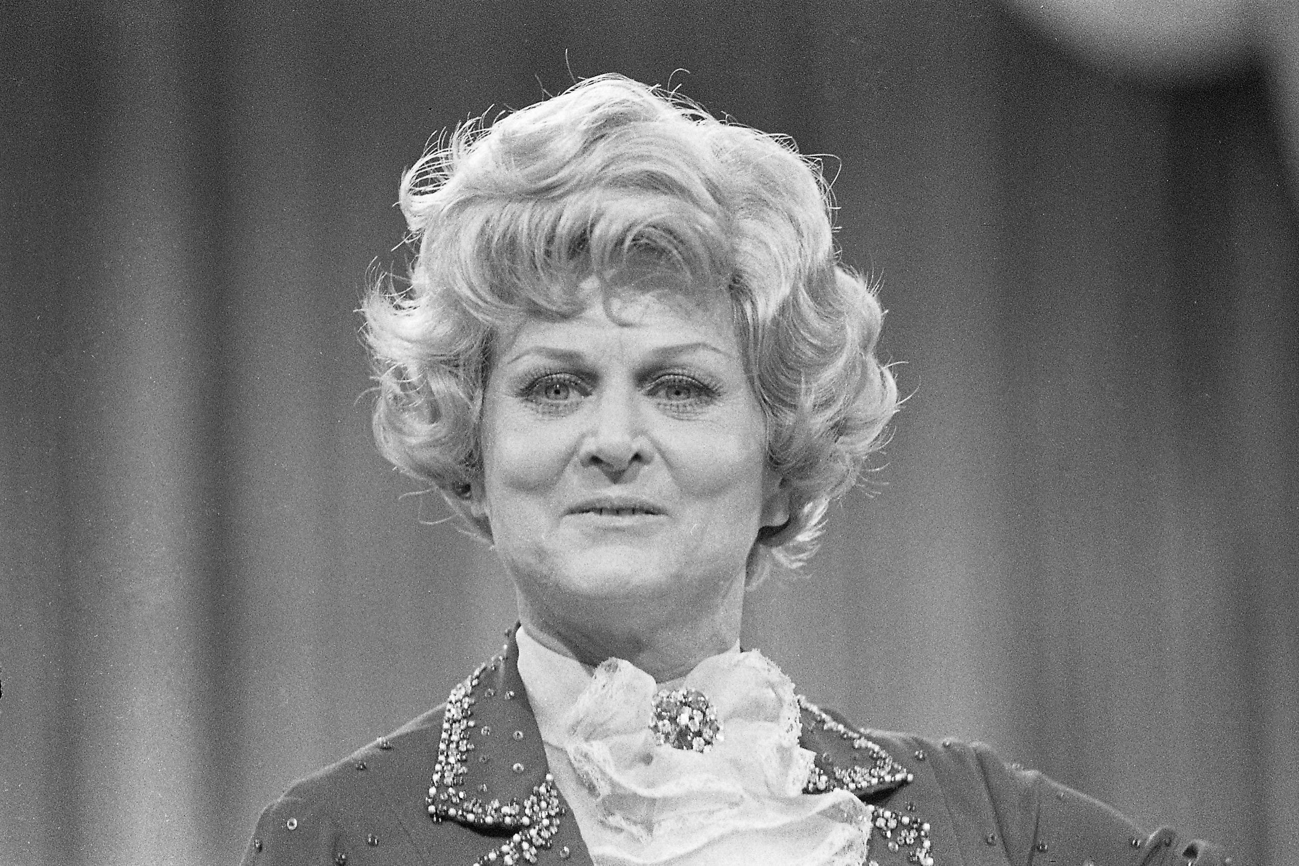 Die Schauspielerin Marika Rökk als Trulla.