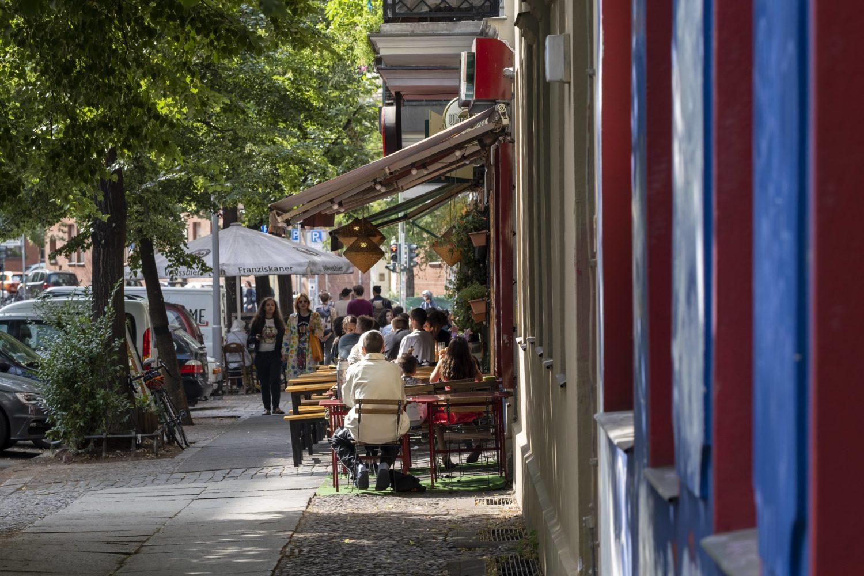 12 Dinge, die wir in der Corona-Krise verstanden haben: Ohne Berlins Cafés, Bars und Clubs könnte man auch gleich aufs Land ziehen.