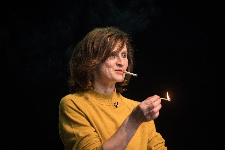"""Schauspielerin Sophie Rois bei der Fotoprobe zum Stück """"Sophie Rois fährt gegen die Wand"""" im Deutschen Theater."""