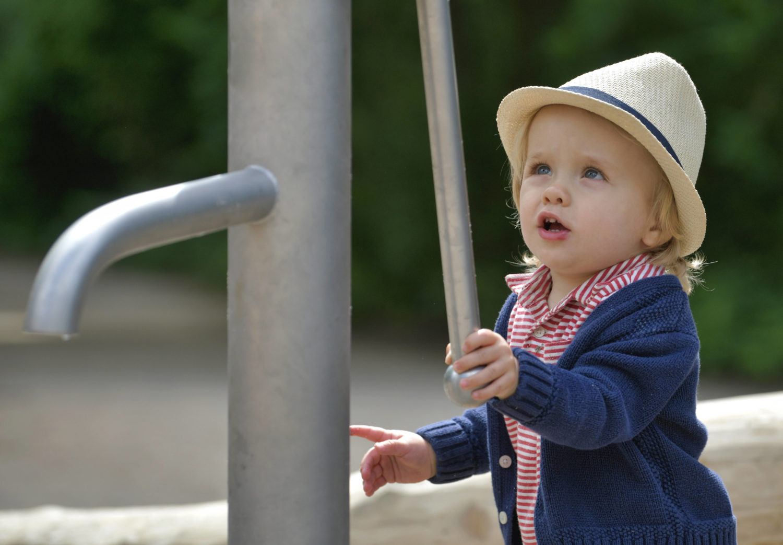 Wasserspielplatz Berlin: Wasserspielplätze stehen sowohl bei ganz kleinen als auch bei etwas größeren Kindern hoch im Kurs.