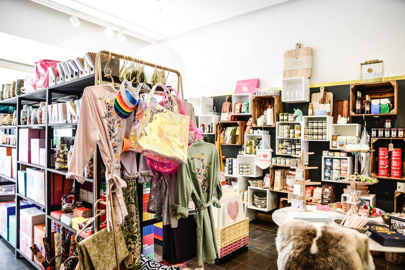 Tipps für Mitte: Alles, was das Mädchen- und Frauenherz begehrt führt der Super Bazaro in der Mulackstraße.