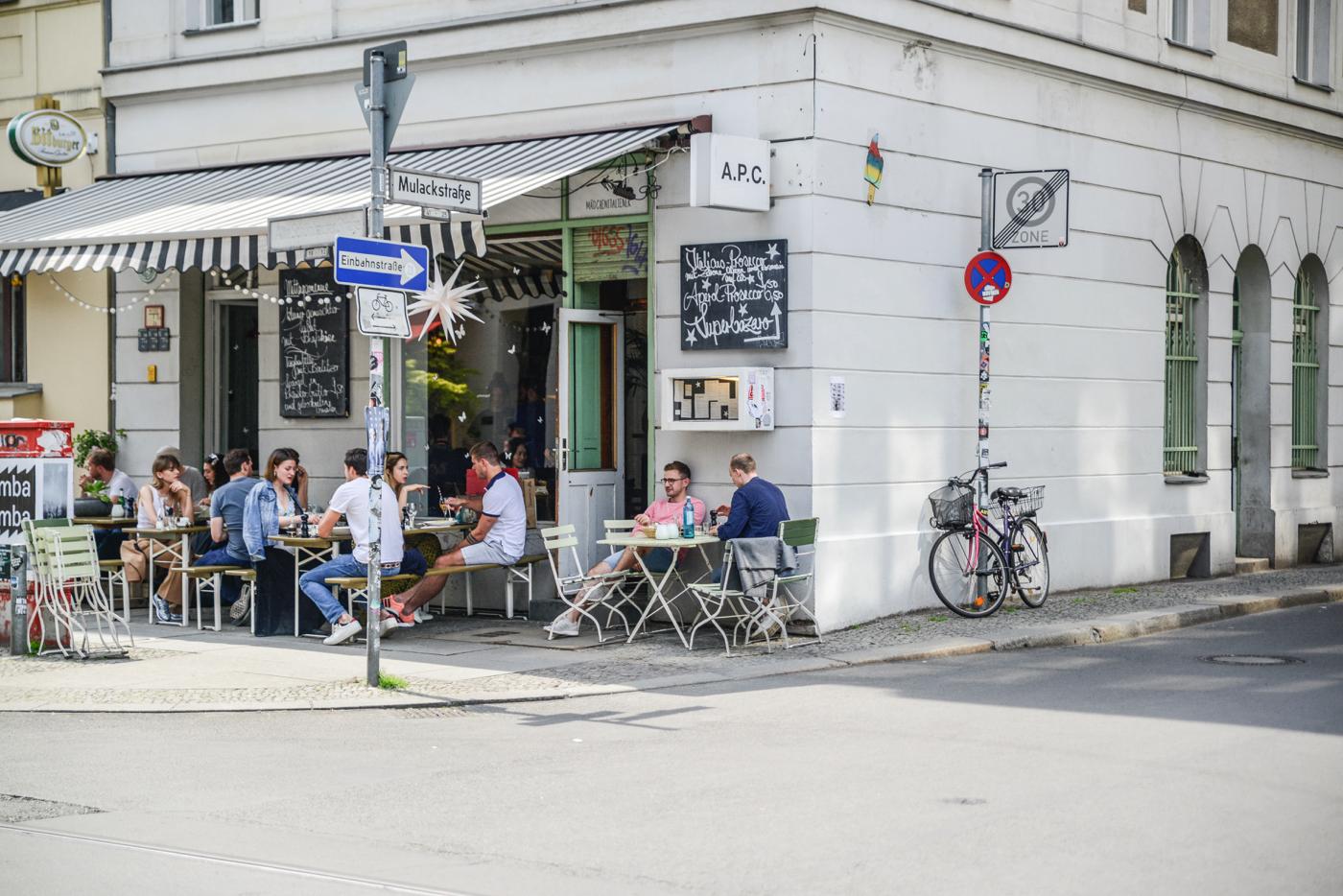 Tipps für Mitte: Einen schönen Sommertag in Mitte lässt man am besten bei Pasta und Wein beim Mädchenitaliener ausklingen.