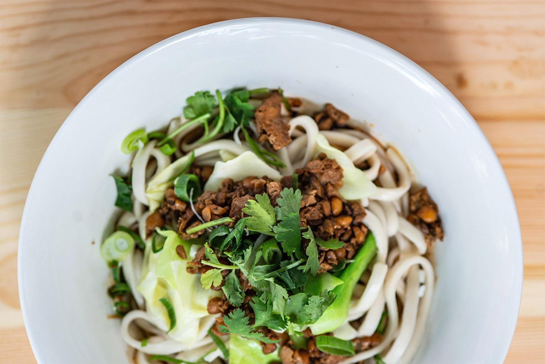 Scharfe hausgemachte Nudeln, mehr braucht man nicht zum Glück bei Chungking Noodles. Chinesische Restaurants in Berlin