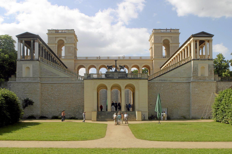 Hochzeitslocations Brandenburg Heiraten wie König und Königin: Wer sich eine pompöse Hochzeitsfeier wünscht, sollte im schönen Schloss Belvedere auf dem Potsdamer Pfingstberg heiraten.