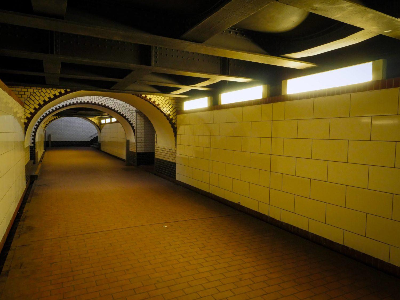 Tunnel in Berlin: Passage im S-Bahnhof Tegel.