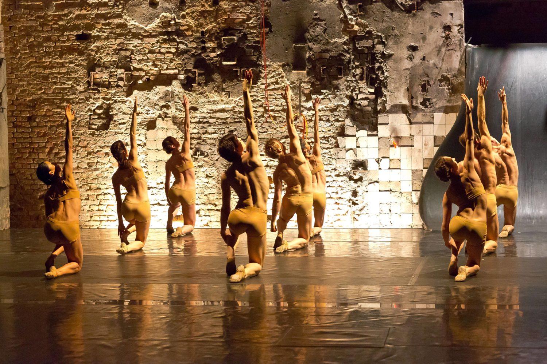 Masse: Ballett in der Halle am Berghain. Schon vor der neuen Ausstellung gab es also Kunstprojekte im Club-Umfeld.