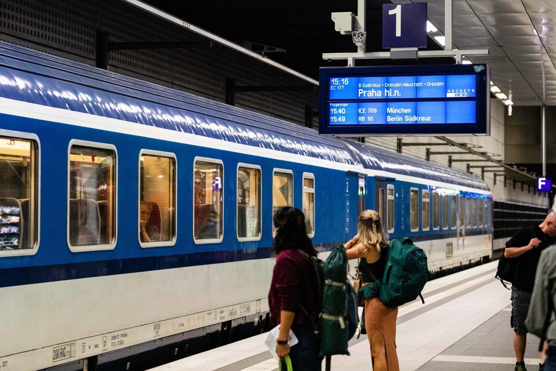 12 Dinge, die Berliner*innen an Touris so richtig nerven: Faulheit