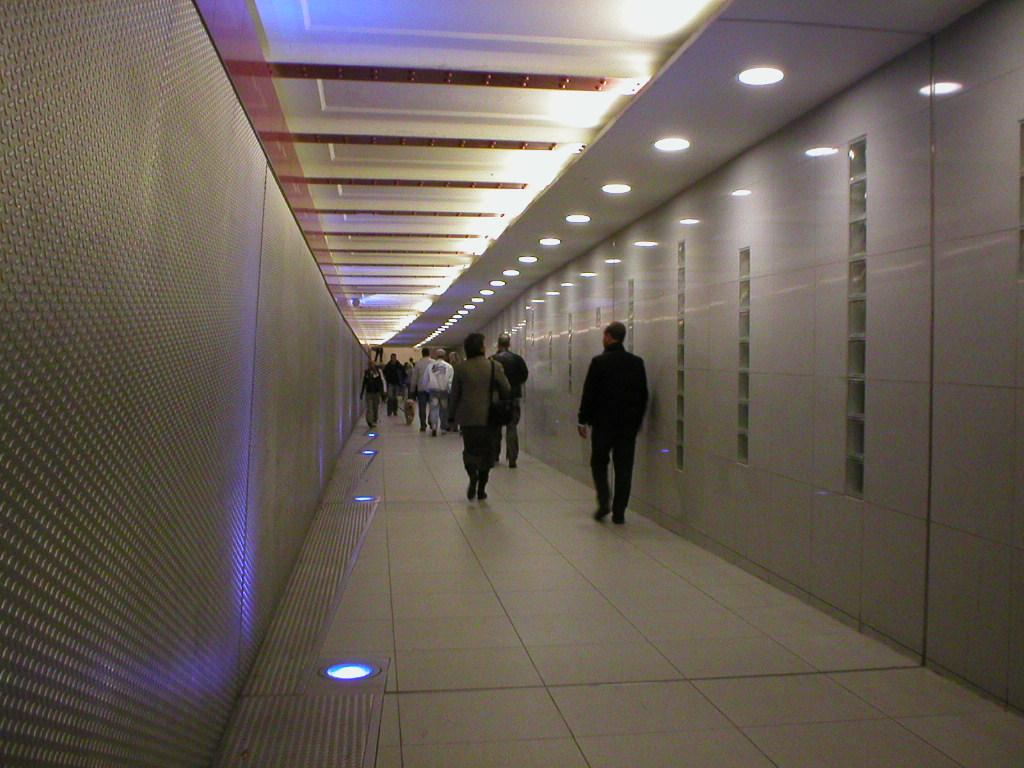 Tunnel zwischen der U2 und der U6, U-Bahnhof Stadtmitte.