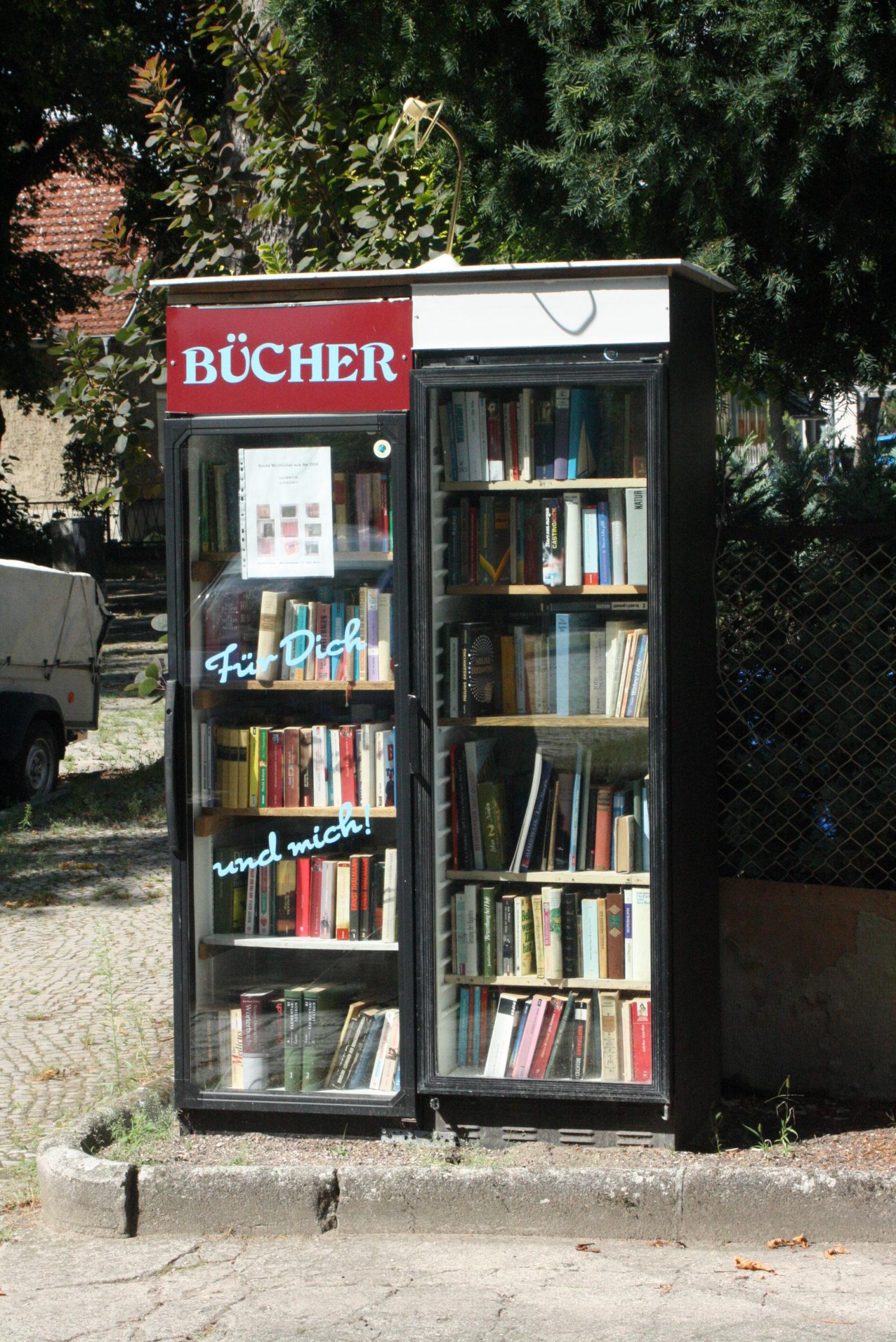 Recht aufs Lesen für Dich und mich: Klare Worte beim Bücherschrank in Mahlsdorf. Foto: Martin Schwarz