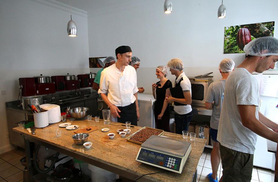 Schokoladentafeln, feine Pralinen oder Schoko-Bonbons, alles was das Zuckermaul genießt, kann in einem DIY-Workshop bei Belyzium selber gemacht werden. Foto: Belyzium