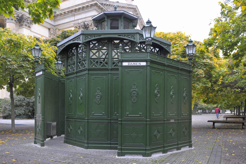 Alt-Berliner Toilette am Gendarmenmarkt. Foto: Imago/Blickwinkel