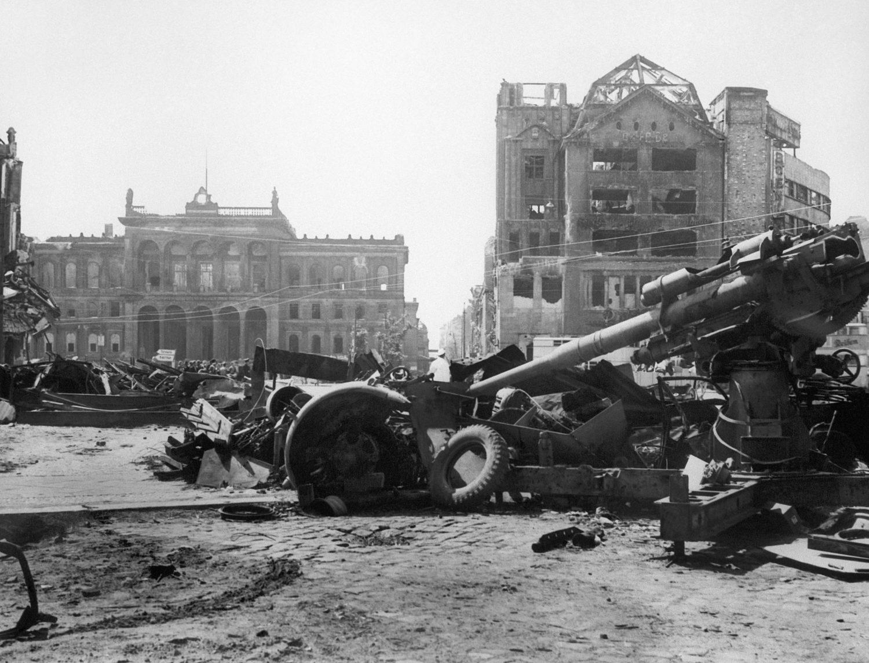 Zerstörte Gebäude am Potsdamer Platz nach der Schlacht um Berlin, 1. Mai 1945. Foto: Imago/ITAR-TASS