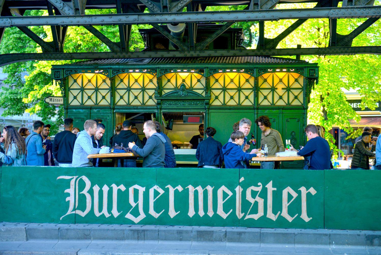 Pommes Frites bei Burgermeister in Berlin. Ansicht von Burgermeister am schlesischen tor
