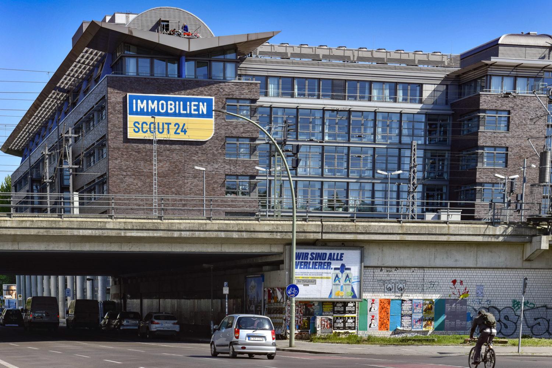 Für viele die erste Anlaufstelle bei der Wohnungssuche in Berlin: Portale wie Immoscout, Immonet und Co. Foto: Imago/Schöning