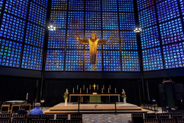 Gabriel Loire ließ sich von den Glasfenstern in der Kathedrale von Chartre inspirieren. Foto: imago images/imagebroker