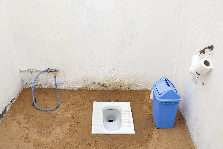 """Öffentliche Toiletten in Berlin: Eine """"Hocktoilette"""" im Oman: Etwas in dieser Art könnte man in die öffentlichen Klos in Berlin einbauen."""