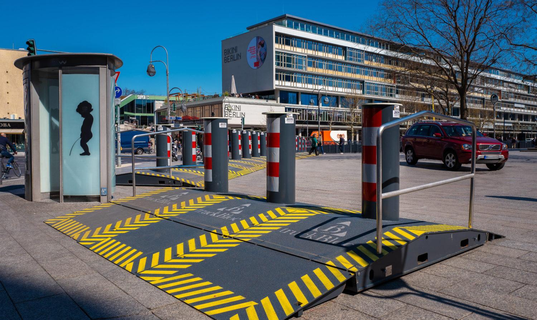 Modernes Pissoir auf dem Breitscheidplatz. Foto: Imago/Shotshop